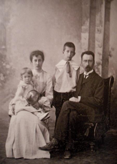 А. Бахрушин с семьёй